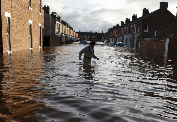 Bιβλικές πλημμύρες στη βόρεια Αγγλία - Σε κατάσταση έκτακτης ανάγκης η χώρα - εικόνα 11