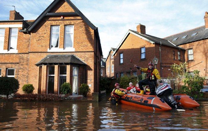 Bιβλικές πλημμύρες στη βόρεια Αγγλία - Σε κατάσταση έκτακτης ανάγκης η χώρα - εικόνα 12