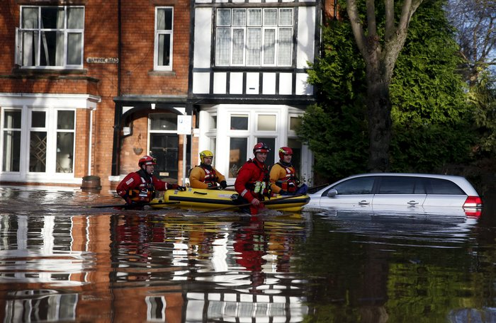 Bιβλικές πλημμύρες στη βόρεια Αγγλία - Σε κατάσταση έκτακτης ανάγκης η χώρα - εικόνα 15