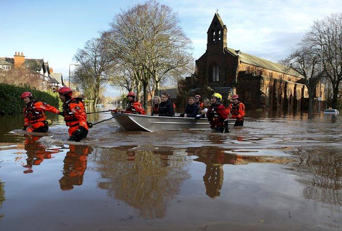 Bιβλικές πλημμύρες στη βόρεια Αγγλία - Σε κατάσταση έκτακτης ανάγκης η χώρα - εικόνα 16