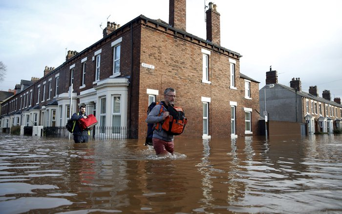 Bιβλικές πλημμύρες στη βόρεια Αγγλία - Σε κατάσταση έκτακτης ανάγκης η χώρα - εικόνα 17