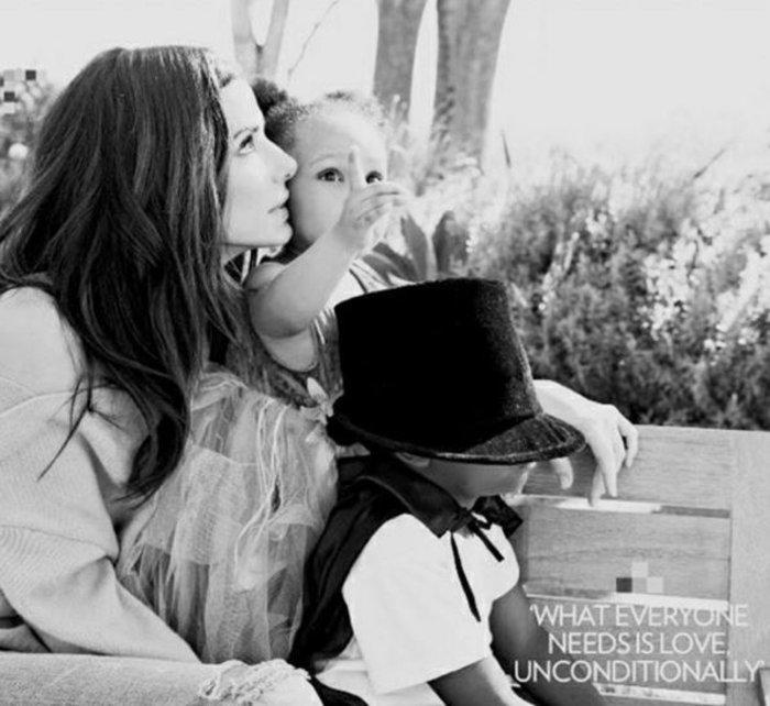 Μπούλοκ: Τι σχεδιάζει για τα πρώτα μαγικά Χριστούγεννα με τα δύο παιδιά της - εικόνα 4