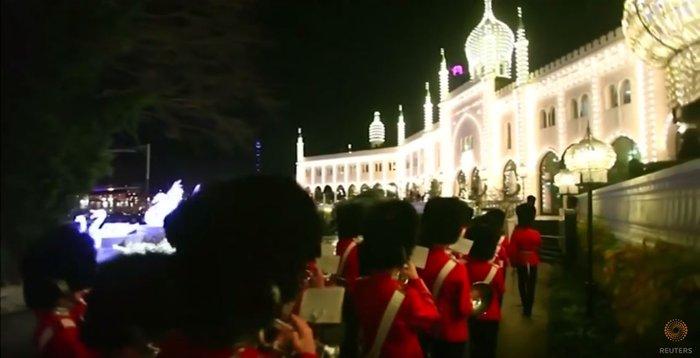 800.000 λαμπάκια στην πιο εντυπωσιακή χριστουγεννιάτικη αγορά της Ευρώπης - εικόνα 6