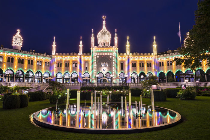 800.000 λαμπάκια στην πιο εντυπωσιακή χριστουγεννιάτικη αγορά της Ευρώπης