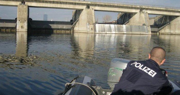 Πάνω από 100.000 ευρώ βρέθηκαν να «κολυμπούν» στον Δούναβη - εικόνα 2