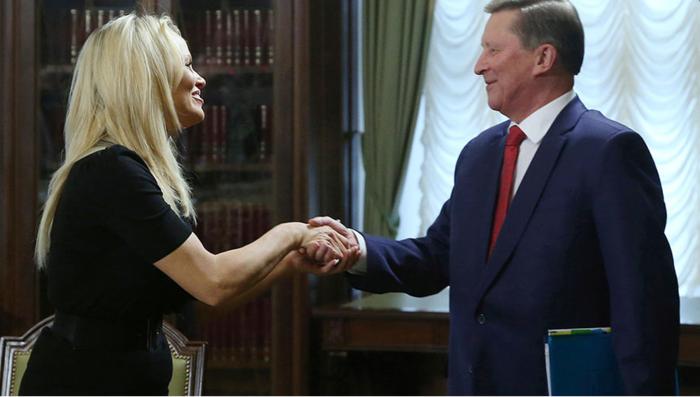Στο Κρεμλίνο η Πάμελα Αντερσον για να δει τον Πούτιν - εικόνα 2