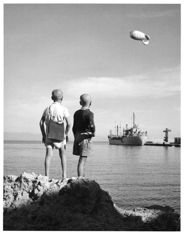 Ποια είναι αυτά τα αγόρια στο λιμάνι της Ρόδου το 1952;