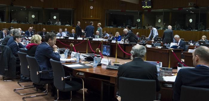 ΔΝΤ: Πληρώστε τα δάνεια κι αν το ζητήσετε φεύγουμε