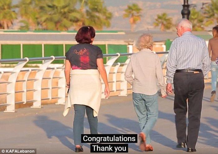 Ένας μεσήλικας παντρεύτηκε μια 12χρονη και περαστικοί έδωσαν συγχαρητήρια - εικόνα 2