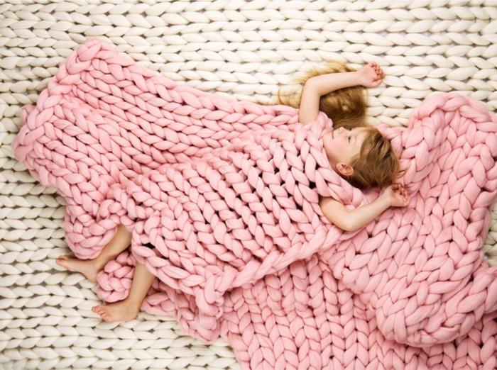 H γυναίκα που έγινε ζάπλουτη φτιάχνοντας αυτές τις υπερμεγέθεις κουβέρτες
