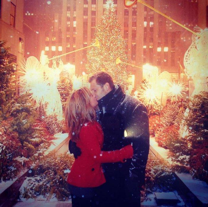 Χριστούγεννα στο Rockefeller:Νύφες, σκυλάκια, γαλλικά φιλιά σε μαγικό φόντο - εικόνα 6