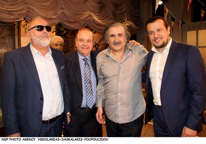Ο Τσίπρας με το υπουργικό συμβούλιο... πήγε θέατρο - εικόνα 12
