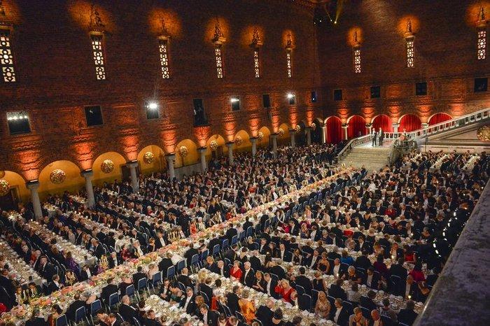 Η απόλυτη χλιδή στα βραβεία Νόμπελ. Το βασιλικό δείπνο! [Εικόνες] - εικόνα 4