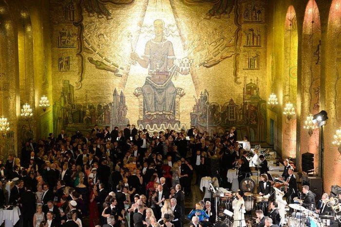 Η απόλυτη χλιδή στα βραβεία Νόμπελ. Το βασιλικό δείπνο! [Εικόνες] - εικόνα 7