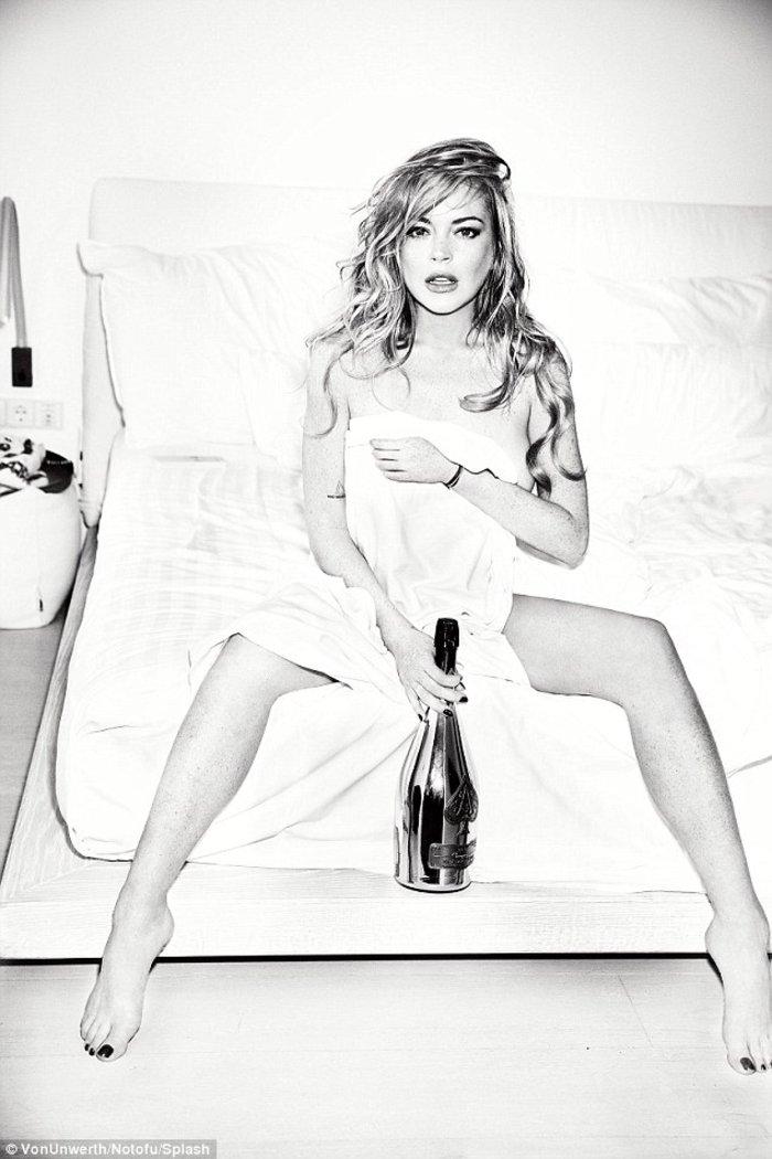 Η Lindsay Lohan αναστατώνει τη Μύκονο - εικόνα 3