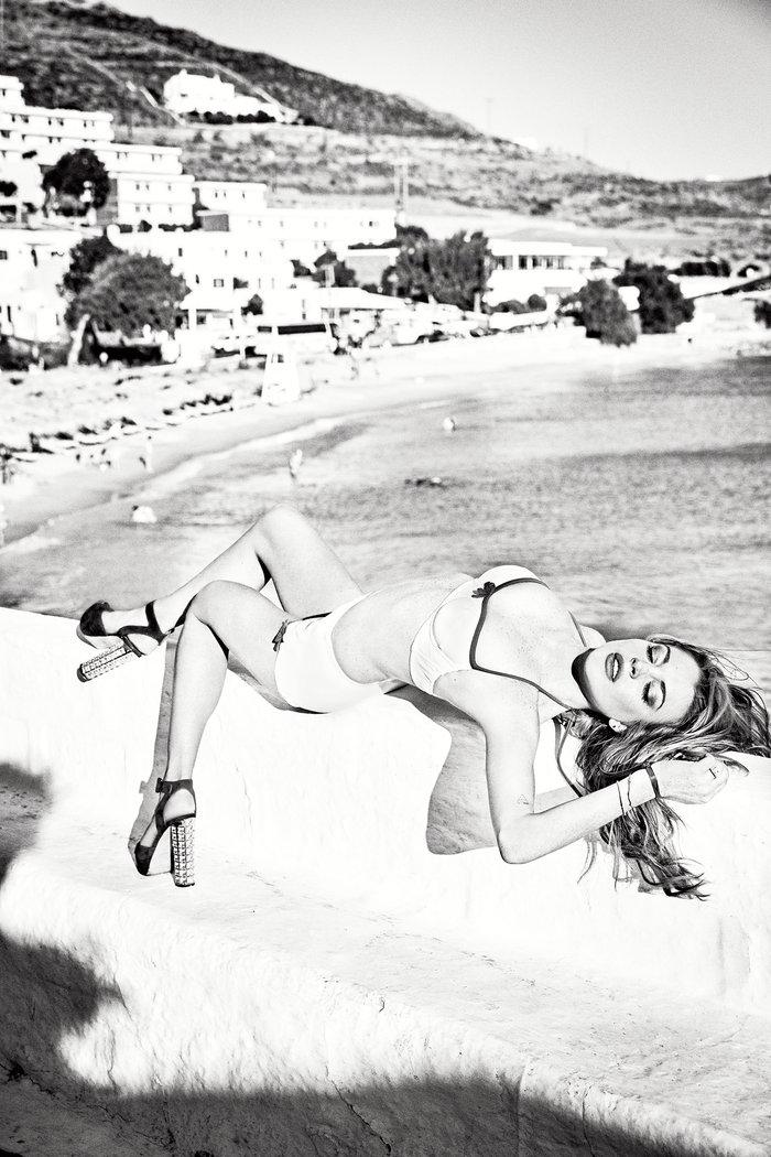 Η Lindsay Lohan αναστατώνει τη Μύκονο - εικόνα 4