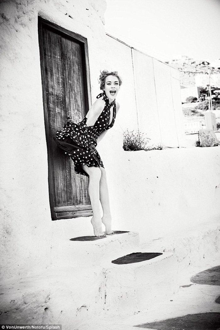 Η Lindsay Lohan αναστατώνει τη Μύκονο - εικόνα 7