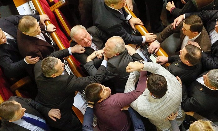 Οι επικές «συμπλοκές» στα κοινοβούλια του κόσμου! Δείτε βίντεο και φωτό! - εικόνα 18