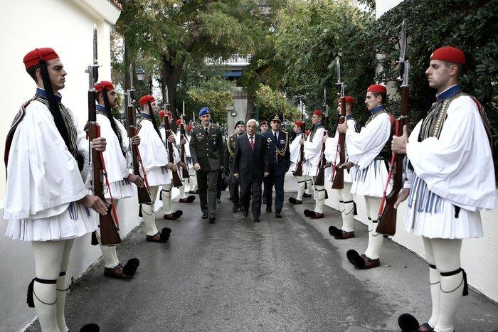 Η Προεδρική Φρουρά γίνεται 147 ετών! Δείτε φωτό από το χθες και το σήμερα - εικόνα 17