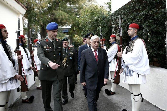 Η Προεδρική Φρουρά γίνεται 147 ετών! Δείτε φωτό από το χθες και το σήμερα - εικόνα 18