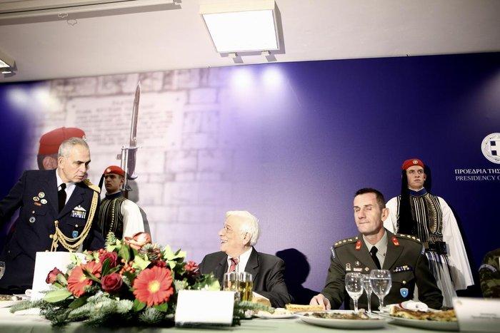 Η Προεδρική Φρουρά γίνεται 147 ετών! Δείτε φωτό από το χθες και το σήμερα - εικόνα 20