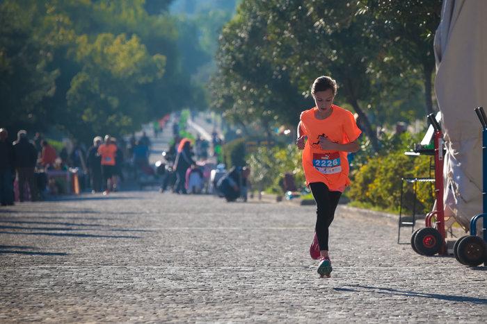 Εχει αφήσει πίσω τους υπολοίπους η 11χρονη Μόνικα Κομνηνού που πρώτευσε στην κατηγορία γυναικών στα 5 χιλιόμετρα