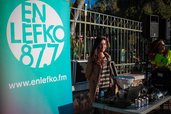 Υπέροχες μουσικές από τον En Lefko κάτω από την Ακρόπολη και τον ήλιο