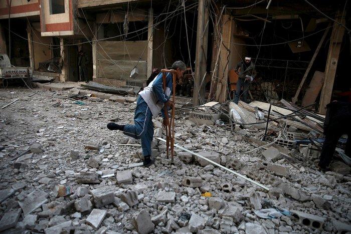Βομβάρδισαν σχολείο στη Συρία, πληροφορίες για δεκάδες νεκρούς