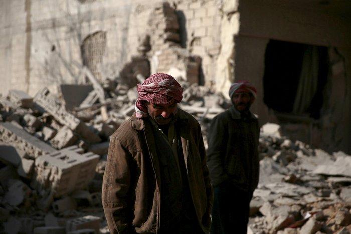 Βομβάρδισαν σχολείο στη Συρία, πληροφορίες για δεκάδες νεκρούς - εικόνα 3