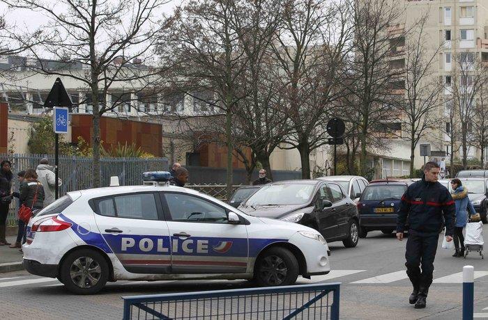 Επίθεση σε σχολείο στο Παρίσι από υποστηρικτή του ISIS