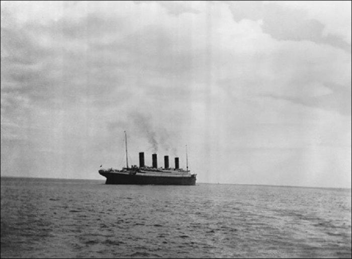 1912: Η τελευταία φωτογραφία του Τιτανικού πριν βυθιστεί.