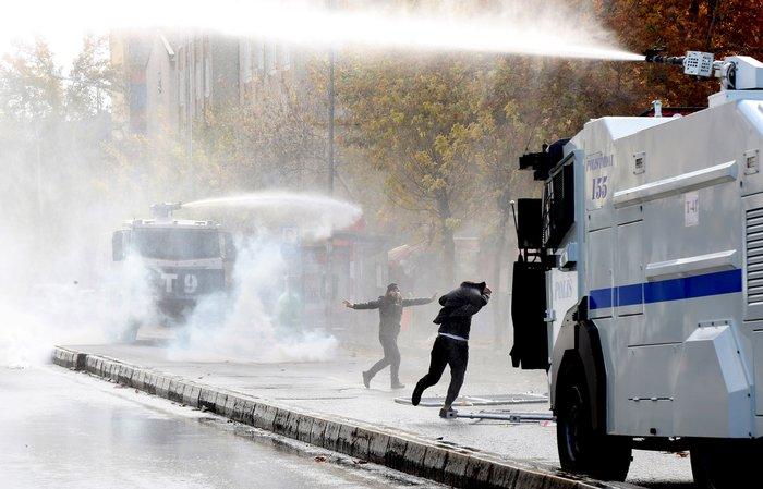 Αγριες διαδηλώσεις με δύο νεκρούς στην ανατολική Τουρκία - εικόνα 3