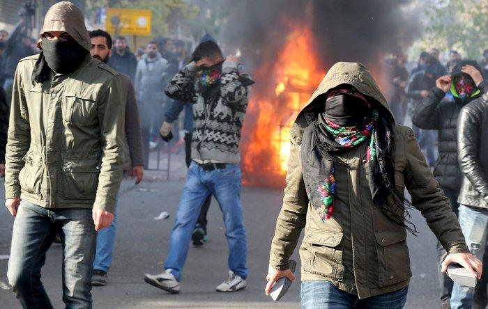 Αγριες διαδηλώσεις με δύο νεκρούς στην ανατολική Τουρκία - εικόνα 4