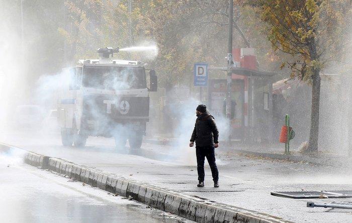Αγριες διαδηλώσεις με δύο νεκρούς στην ανατολική Τουρκία - εικόνα 5