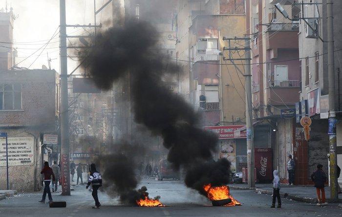 Αγριες διαδηλώσεις με δύο νεκρούς στην ανατολική Τουρκία - εικόνα 6
