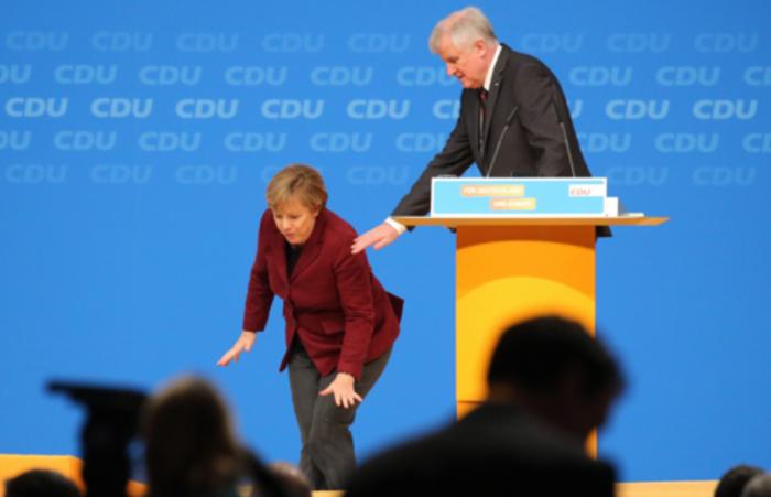 Το...μετέωρο βήμα της Μέρκελ στο συνέδριο του CDU