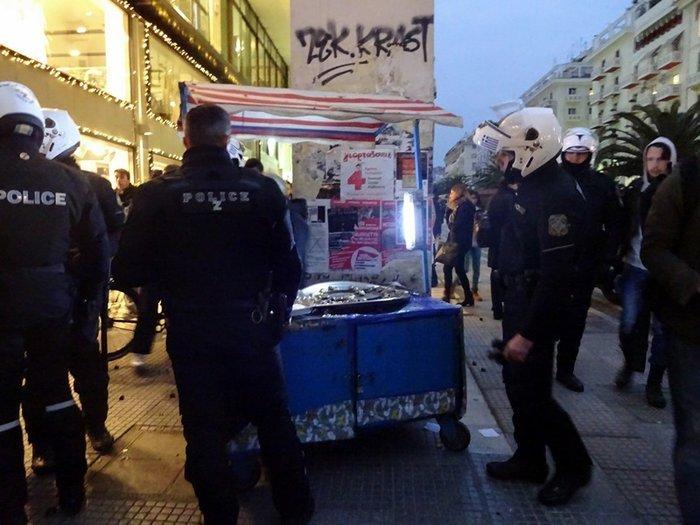 Εξι μήνες φυλακή στον καστανά που συνέλαβαν τα ΜΑΤ - εικόνα 3