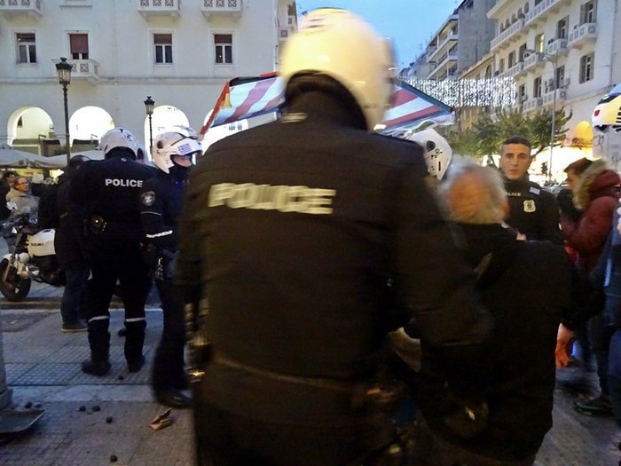 Εξι μήνες φυλακή στον καστανά που συνέλαβαν τα ΜΑΤ - εικόνα 4