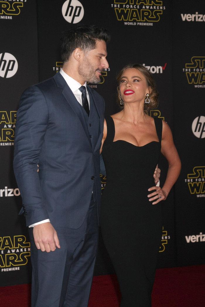 H Vergara σέξι κι ευτυχισμένη στην πρεμιέρα της ταινίας Star Wars - εικόνα 3