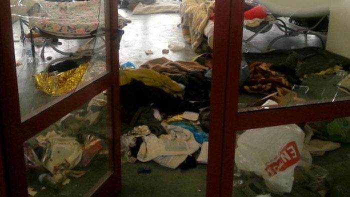 Αλαλούμ με τους πρόσφυγες: Γυαλιά-καρφιά το Χόκεϊ - εικόνα 4