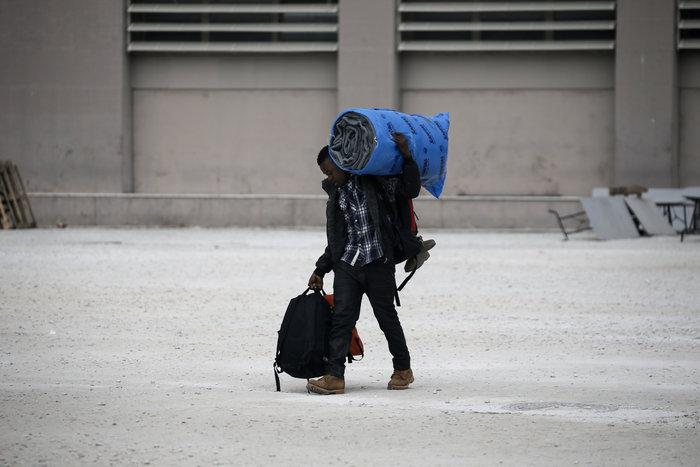 Αλαλούμ με τους πρόσφυγες: Γυαλιά-καρφιά το Χόκεϊ - εικόνα 6