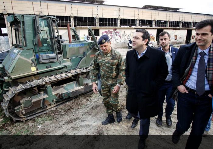 «Θερμή» υποδοχή Τσίπρα από πρώην στελέχη του ΣΥΡΙΖΑ στο αεροδρόμιο της Χίου - εικόνα 10