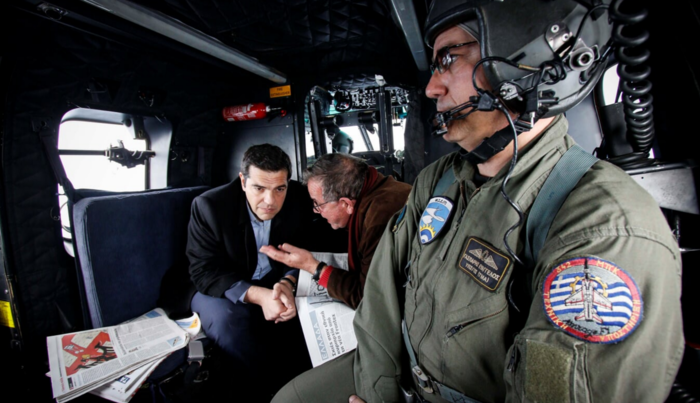 «Θερμή» υποδοχή Τσίπρα από πρώην στελέχη του ΣΥΡΙΖΑ στο αεροδρόμιο της Χίου - εικόνα 5