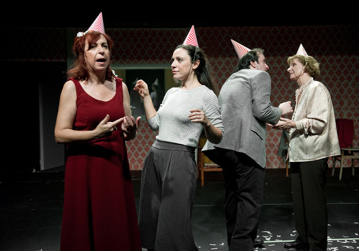 Έξι νέοι ηθοποιοί συναντούν το γήρας σε μια παράσταση ντοκουμέντο της ζωής - εικόνα 3