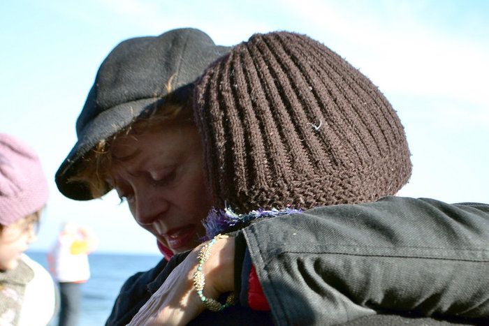 Με δάκρυα στα μάτια σώζει προσφυγόπουλα στη Λέσβο η Σούζαν Σάραντον - εικόνα 5