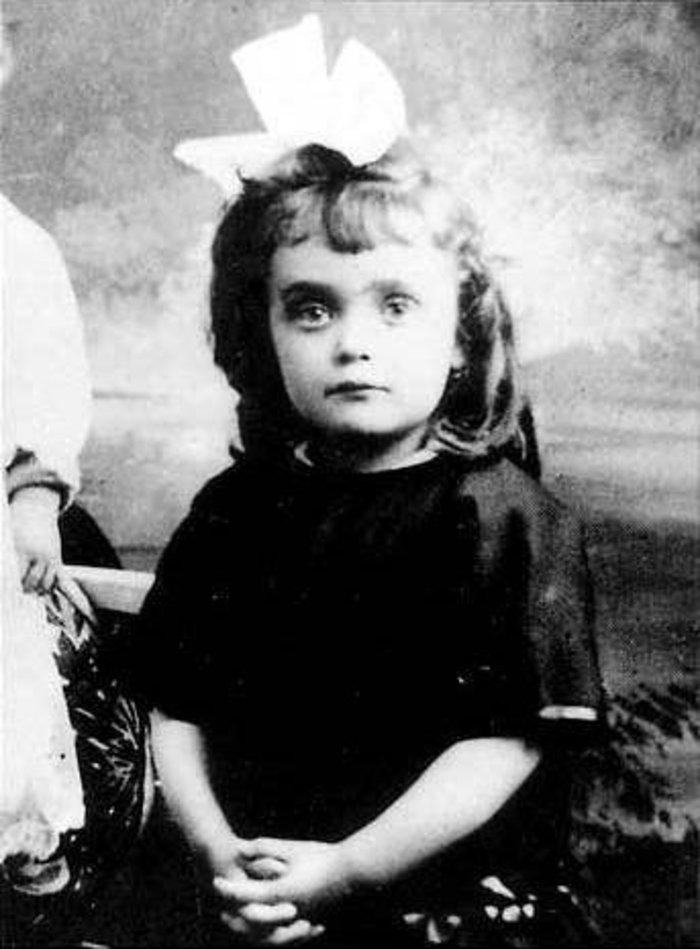 Η Εντίθ Πιάφ σε παιδική ηλικία