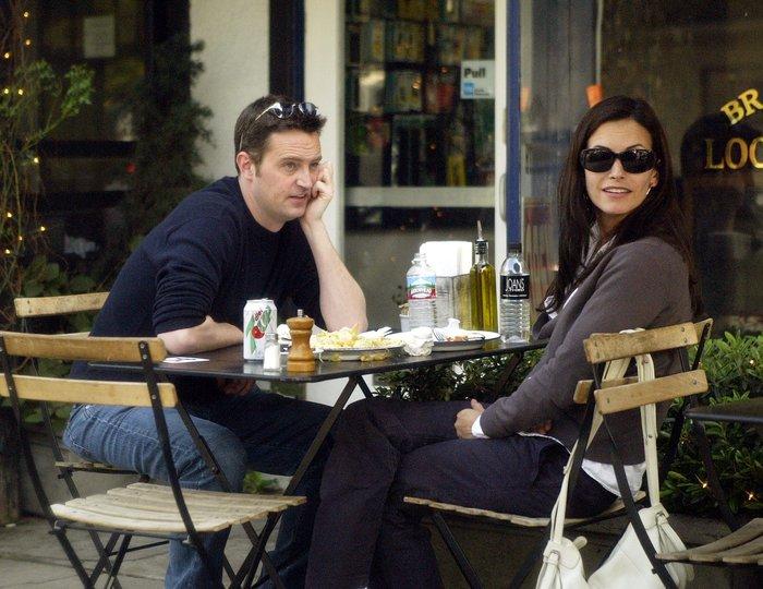 To twitter πανηγυρίζει: Η Μόνικα και ο Τσάντλερ είναι ζευγάρι και στη ζωή; - εικόνα 2