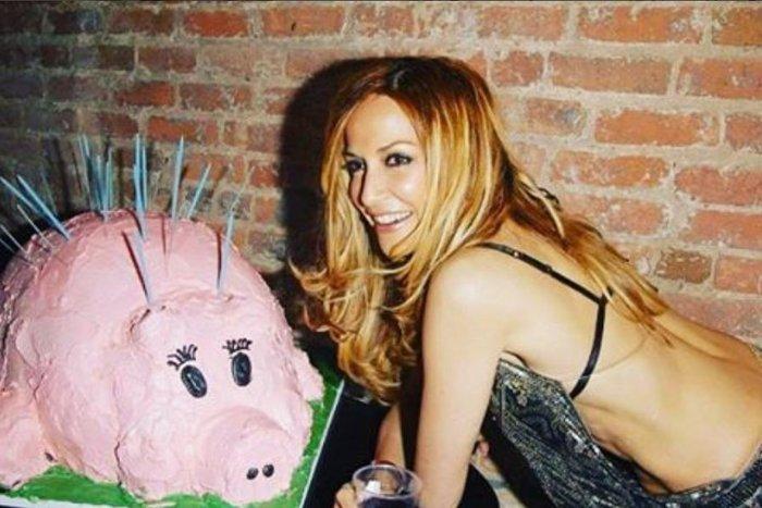 Αννα Βίσση: Τα λαμπερά γενέθλια - έκπληξη και η απίθανη τούρτα! - εικόνα 3
