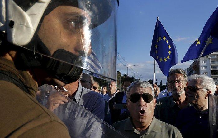 O Guardian ανακήρυξε φωτογράφο της χρονιάς 2015 τον Γιάννη Μπεχράκη - εικόνα 4