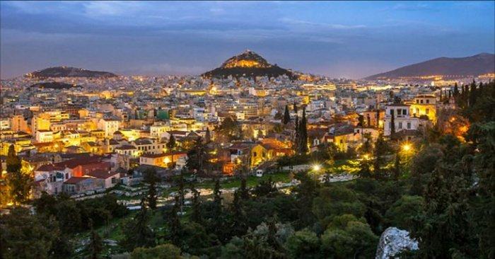 Υμνοι της Daily Mail: Η Αθήνα το μεγαλύτερο πανεπιστήμιο του κόσμου